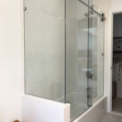 Bathroom Shower/Tub Enclosure